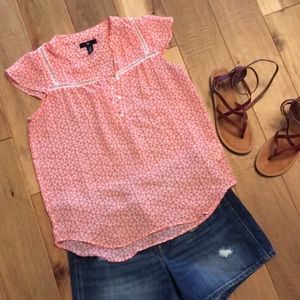 Gap Xs flowy Top in Peach with ruffle sleeves